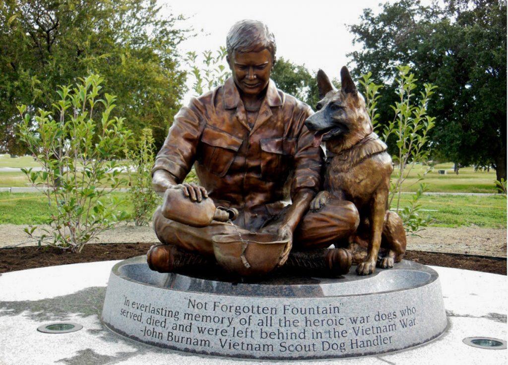 In memoriam. Les chiens de guerre